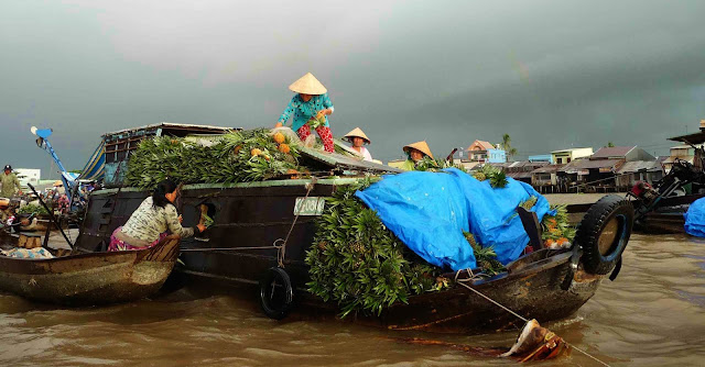 Mekong Delta - Floating market and daily life - Vietnam