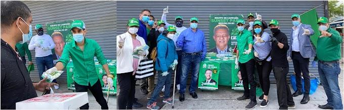 Equipo de campaña de FP en Sunset Park distribuye cientos de mascarillas y guantes