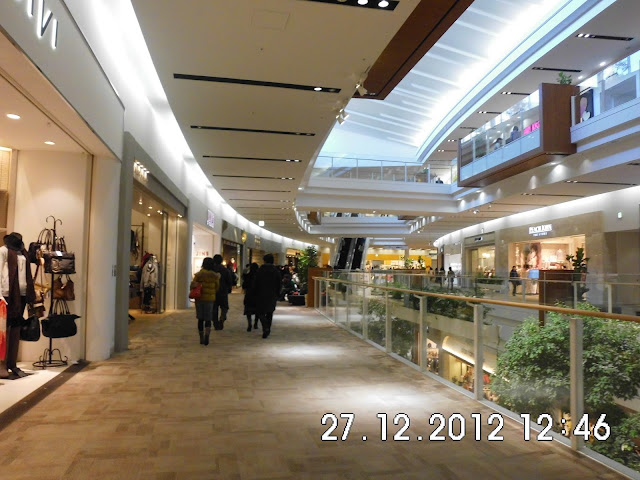 Merupakan salah satu mall terbesar di Kobe