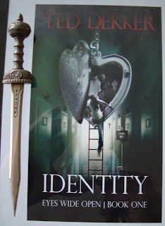 Portada del libro Identity, de Ted Dekker