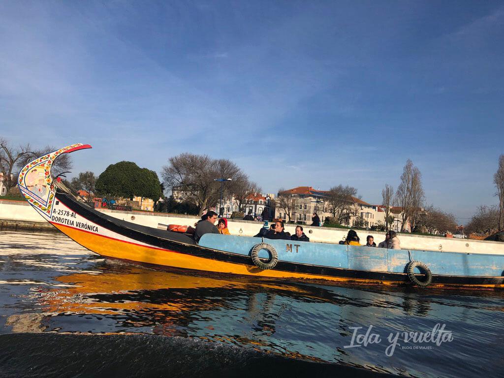 Qué hacer en Aveiro pasear en barco moliceiro