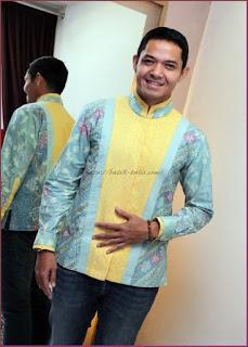 Foto Baju Batik Pria Lengan Panjang