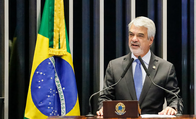 Humberto Costa é o novo líder do PT no Senado