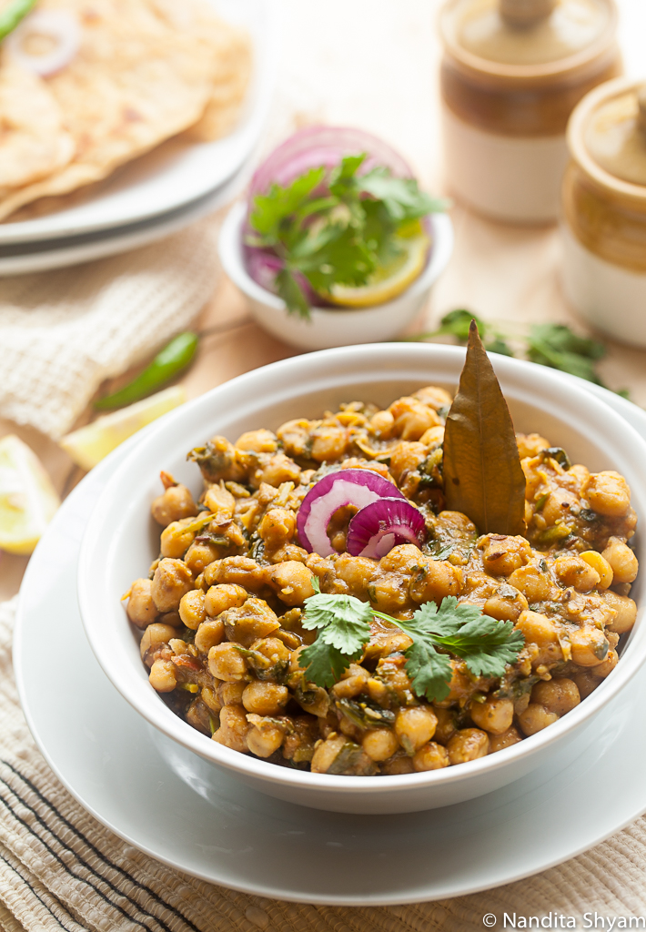 A garbanzo bean and fenugreek curry that is a perfect accompaniment for rice or rotis
