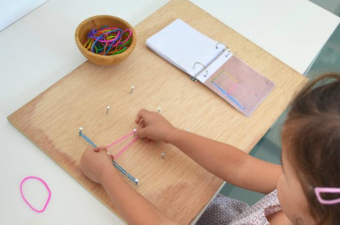 actividades y juegos aprender letras, lectoescritura, leer, escribir abecedario con gomas y clavos