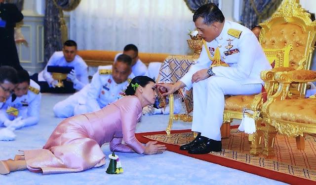 El rey Maha Vajiralongkorn de Tailiandia y la reina Suthida
