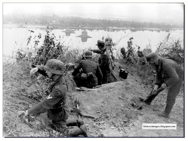 German machine gun crew prepares MG firing position banks  Dnieper. 1943