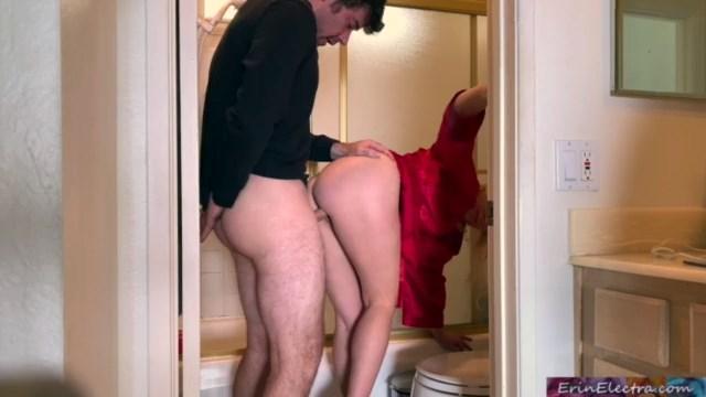 زوجة الاب اللمحونة تصعد لغرفة ابن زوجها لتساعدة فى امر ما