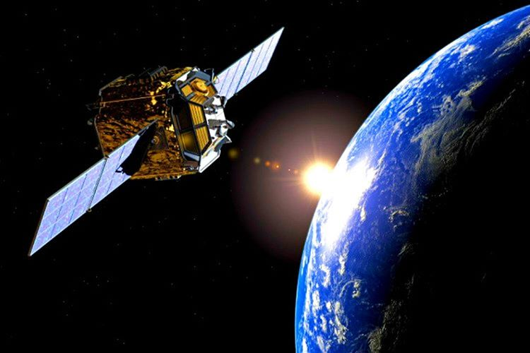 Uzayda zaman farklı aktığı için uyduların atomik saatleri her geçen gün 31 mikro saniye ileri gitmektedir.
