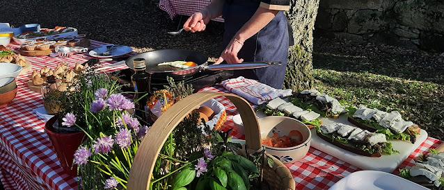 Mesa com pratos confeccionados para o Programa Malga