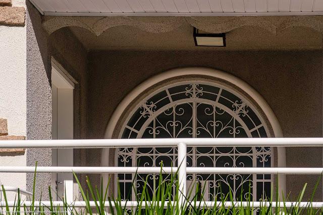 Casa na Rua Conselheiro Aráujo - detalhes - grade na porta