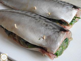 Peste macrou umplut cu ceapa si spanac reteta de casa pescareasca dobrogeana prajit rapid la tigaie,