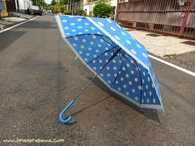 Payung di Indomaret