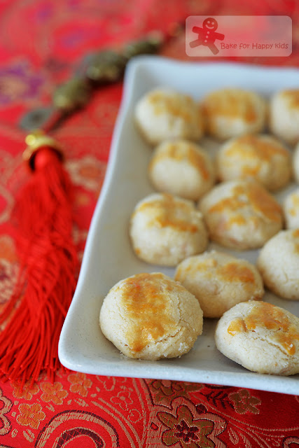 best light melty nutty Chinese almond cookies