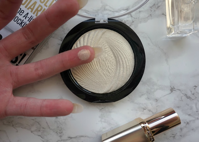 beauty, blogger, bristol, cardiff, hannah rose, hanrosewilliams, Makeup Revolution Vivd Baked Highlighter Review, swansea,