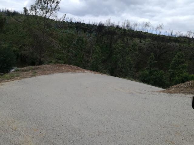 estrada de acesso á praia fluvial do Cornicovo