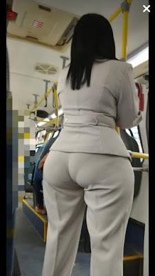 Hermosa mujer nalgona pantalones apretados