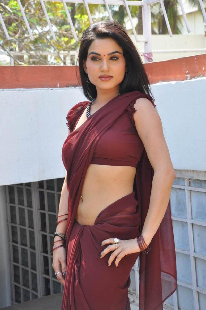 U Uau Uau >> Kavya Singh Beautifull Saree Still |Beautiful Indian Actress Cute Photos, Movie Stills