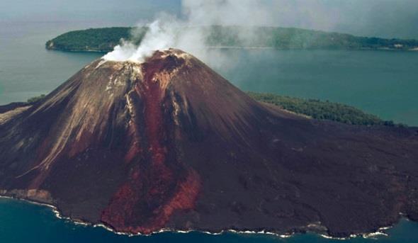 Gambar anak gunung krakatau sedang erupsi