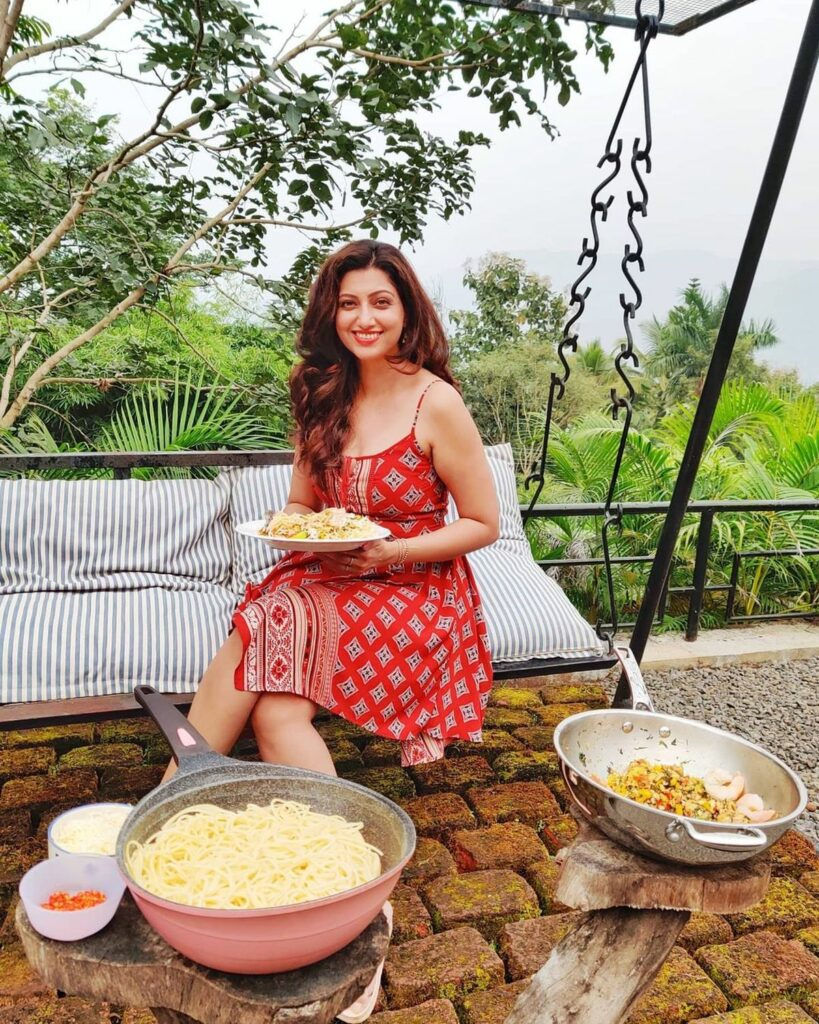 Actors Gallery: Hamsa Nandini Sizzling Holiday Pictures