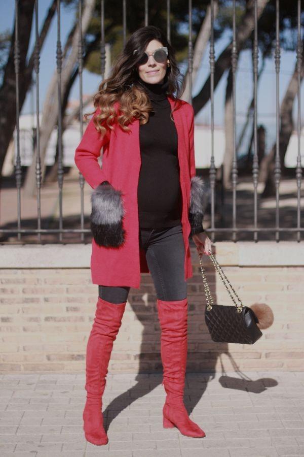 Botas rojas, chequeta roja, look en rojo, moda embarazada, style pregnancy