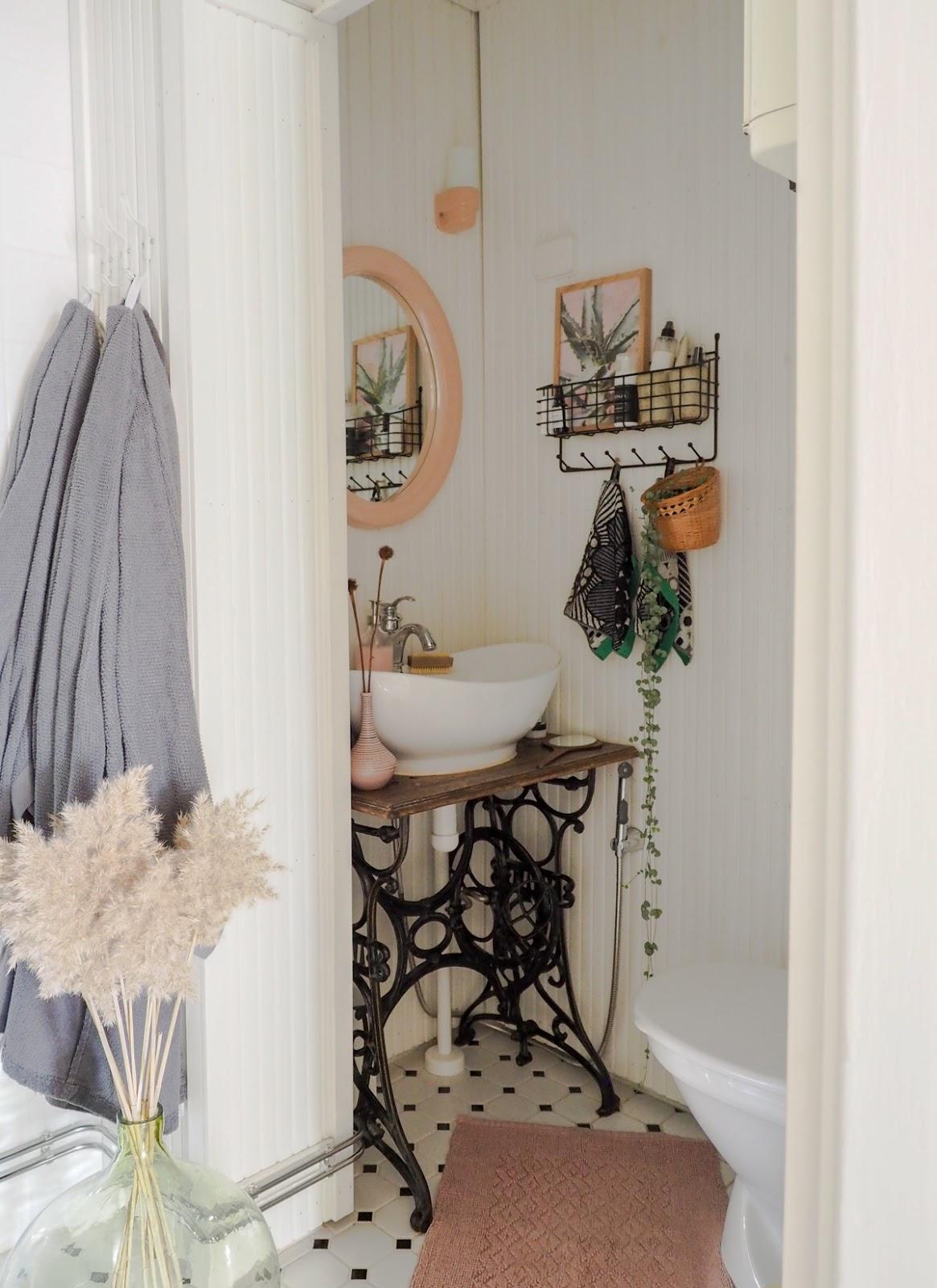 pienen kylpyhuoneen sisustaminen