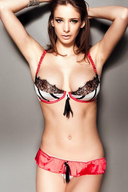 most-popular-hot-Emily-Shaw-bikini-hd-photo