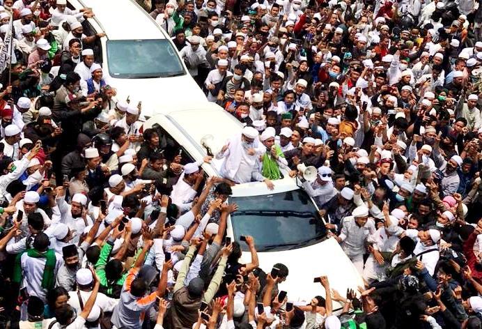 Habib Rizieq: Massa Penjemput Saya di Bandara Membludak Akibat Pernyataan Mahfud MD!