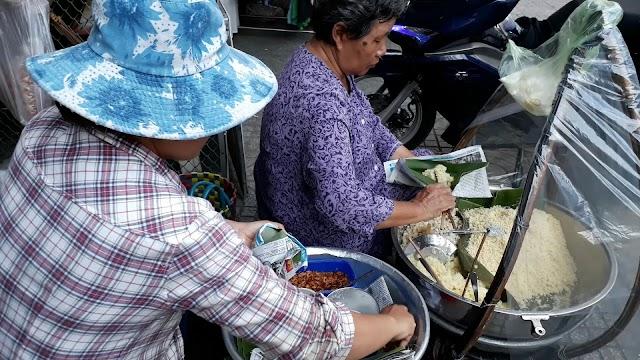 Gánh xôi 35 năm bên hông chợ Tân Định