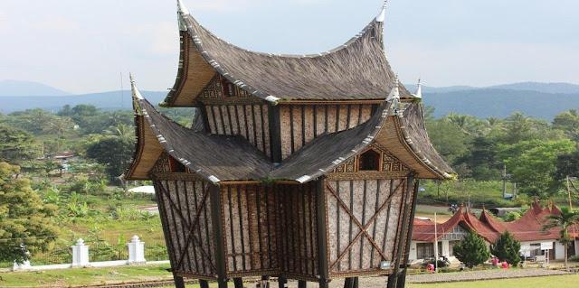 Rumah Gadang dan Rangkiang Minangkabau