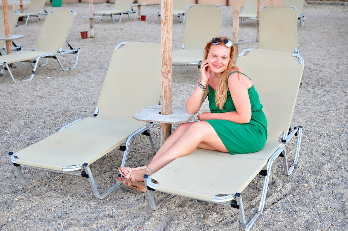 leżaki_kamienista-plaża_Korfu