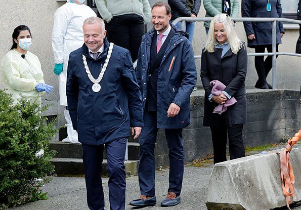 Crown Prince Haakon and Crown Princess Mette Marit visited Florø in Vestland county and the Allanengen Primary School. Ulla Johnson-striped sweater