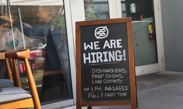 US Jobless Claims Fall to 684,000, Fewest Since Coronavirus Pandemic