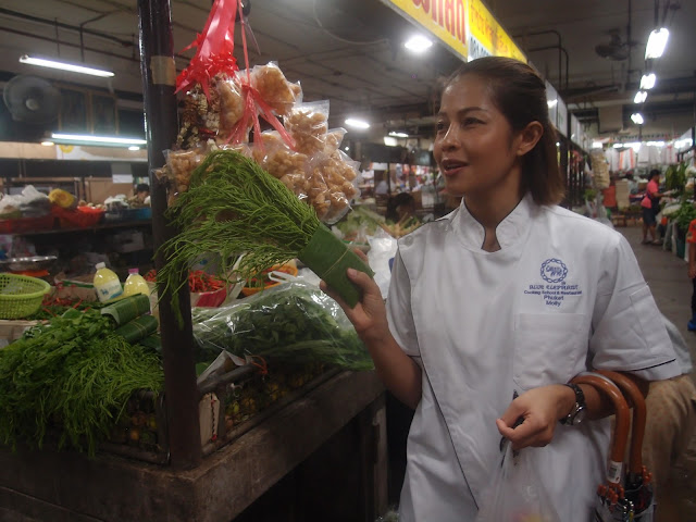 blue elephant cooking instructor