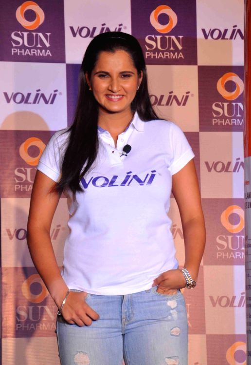 Indian Tennis Player Sania Mirza Hot Photos In White T Shirt