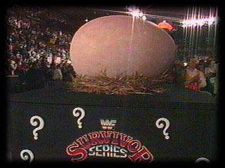 ما قصة البيضة العملاقة؟ فينس مكمان يفاجئ الجمهور! ولحظة فقسها كانت صادمة (فيديو)