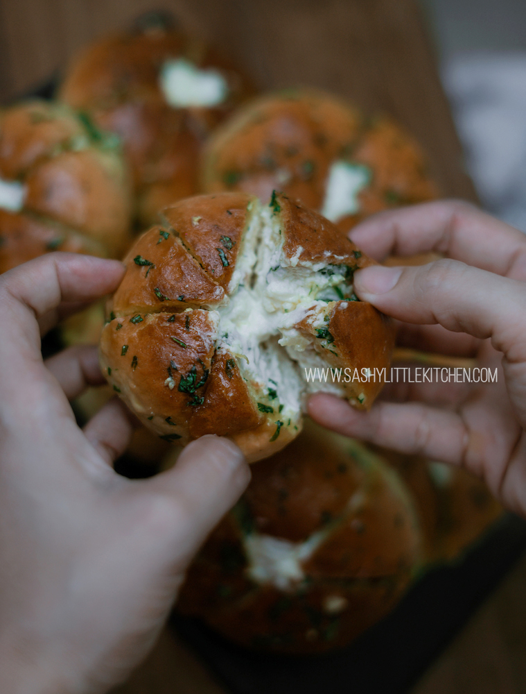 Cream Cheese Garlic Bread ala korea by sashy little kitchen
