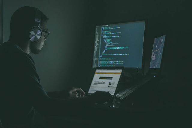 你知道Python在哪些電影裡出現過嗎? 這些電影都出現過程式語言!