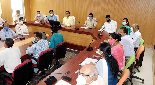 समीक्षा बैठक मैं साथ दिखे IAS सृष्टि देशमुख और IAS अर्जुन गौड़ा - Viral News