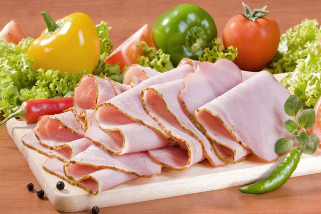 طريقة عمل لانشون الدجاج بالمنزل شهي ومغذي