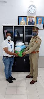 सन इंडिया कम्पनी के मैनेजर द्वारा कोरोना_वायरस के संक्रमण से बचाव एवं रोकथाम हेतु मास्क व सैनेटाइजर भेंट किए                                                                                                                                                                                                                                                                                            संवाददाता, Journalist Anil Prabhakar.                 www.upviral24.in