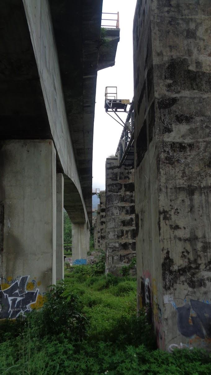 Jembatan Rel Kereta Api Petahana VS Baru