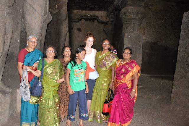 Familia hindú en las cuevas de Ellora