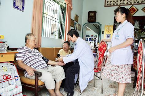Khám chữa bệnh cho người lớn tuổi tại nhà