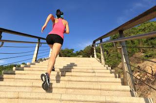 gerakan naik turun tangga