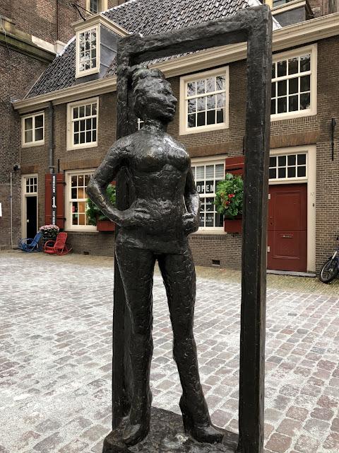 Kurkistus Amsterdamin punaisten lyhtyjen alueelle 13