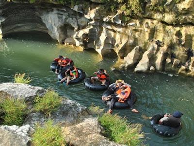 Sensasi Wisata Oyo River Tubing di Desa Bejiharjo