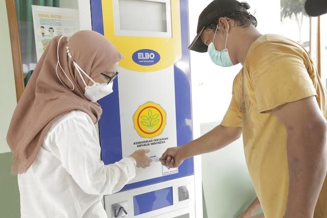 Mentan Serahkan Bantuan ATM Beras untuk Masyarakat Solo