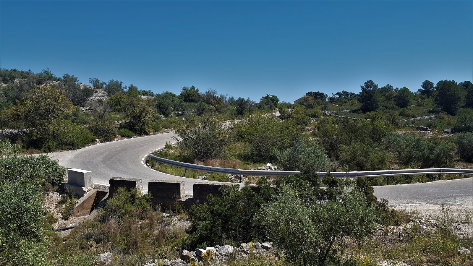 First curves on CV-584 to Casas de Benalí. Valencia, Spain