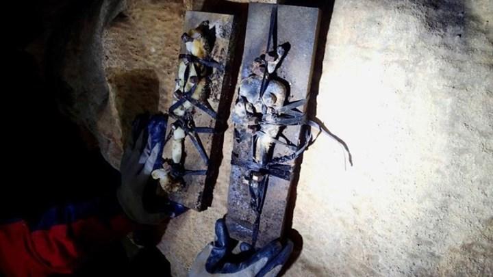 Τελετές μαύρης μαγείας και κούκλες βουντού σε σπήλαιο στο Θέρμο - Τρομοκρατημένοι οι κάτοικοι